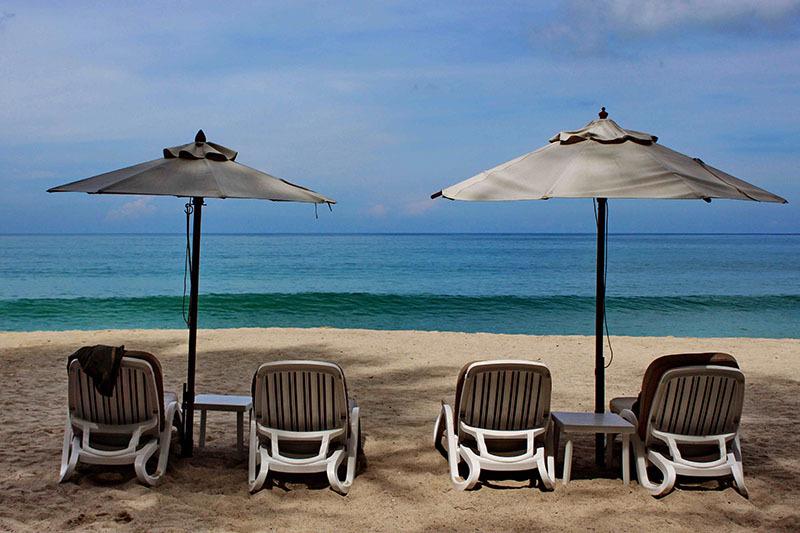 Thailanda_sezlonguri pe plaja