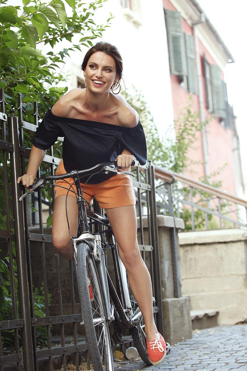 Cati pe bicicleta_Unica de august