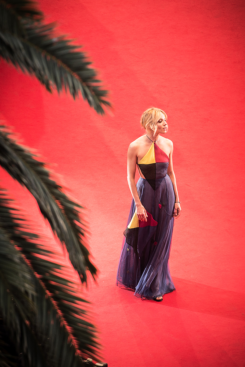 Sienna-Miller_red-carpet_Sea-of-Trees