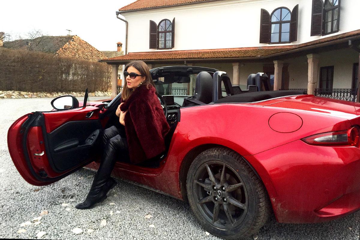 Raluca-si-Mazda_Castel-Daniel_blog2