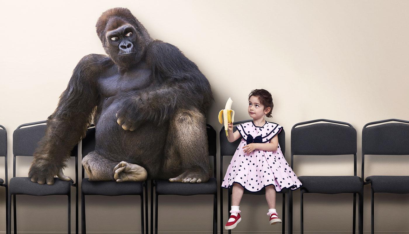 Fetita-si-gorila