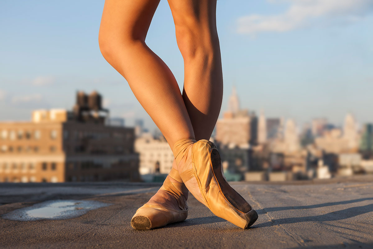 balerina-pe-acoperis-detaliu-poante