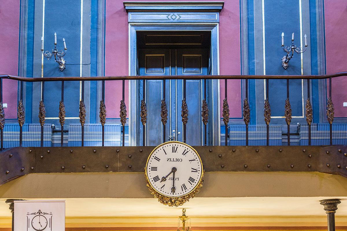 ceasul-din-oglinda-palatului-sutu-in-holul-central-al-palatului-sutu