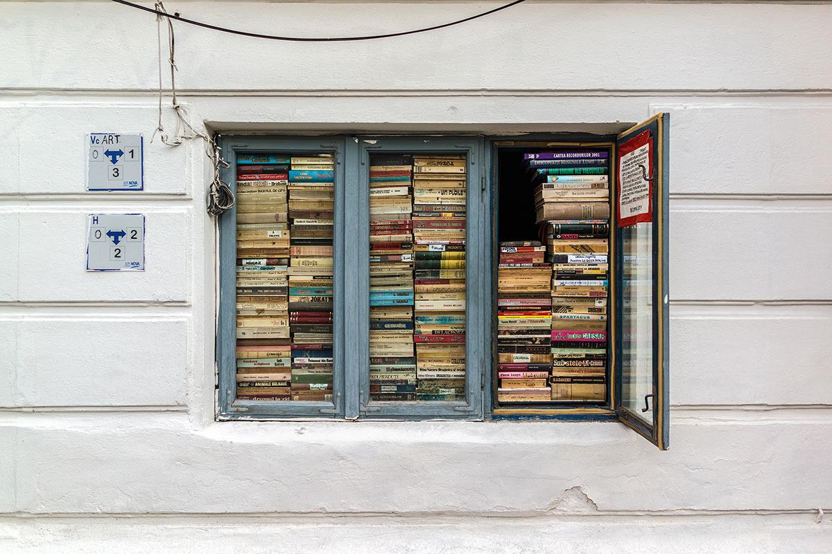 fereastra-cu-carti-de-pe-strada-batistei