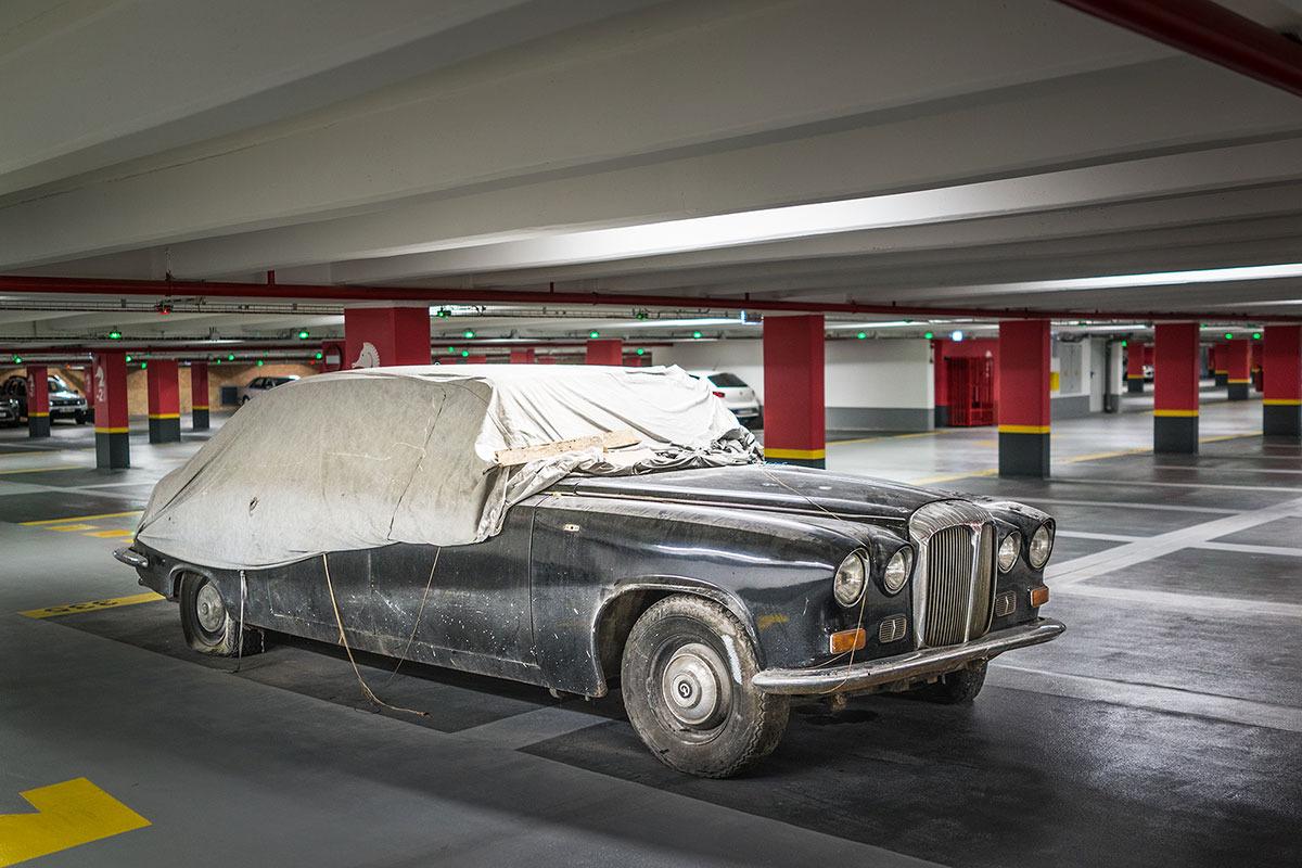 masina-daimler-din-parcarea-teatrului-national-bucuresti