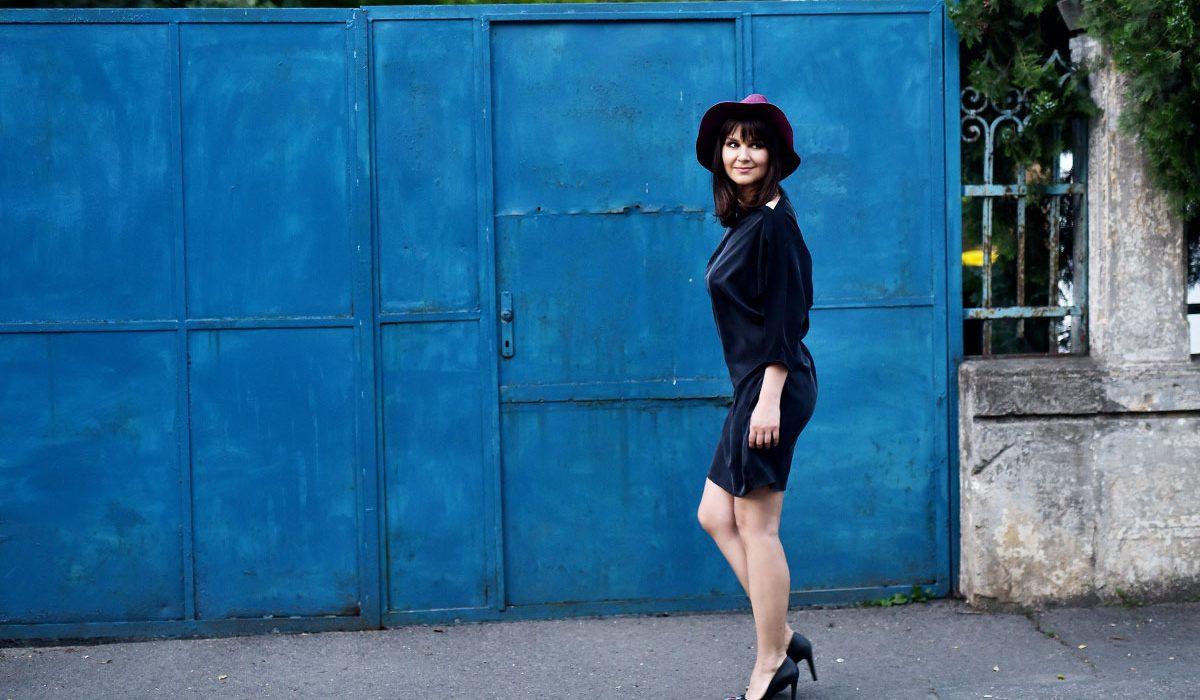 Cum să porți rochia neagră. O piesă cool și 3 idei